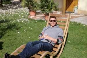 In diesem Schaukelstuhl lässt es sich wunderbar entspannen. - © www.urlaub-greifenburg.at