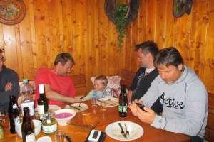 Gemütlicher Grillabend in unserer Laube. - © www.urlaub-greifenburg.at
