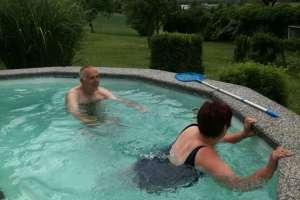 Der hofeigene Pool lädt zum Schwimmen ein! - © www.urlaub-greifenburg.at