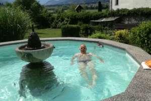 Anschließend wieder in den Pool! - © www.urlaub-greifenburg.at