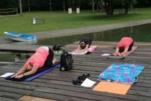 Das Yoga am Badesee wird sehr gut besucht. - © www.urlaub-greifenburg.at