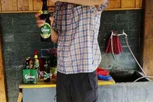 Christian freut sich auf den Gösser Radler. - © www.urlaub-greifenburg.at