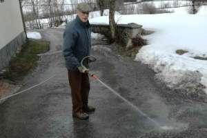 Papa bei seiner Lieblingsbeschäftigung. - © www.urlaub-greifenburg.at