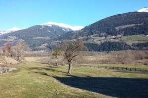 Auf der Emberger Alm liegt noch Schnee. - © www.urlaub-greifenburg.at