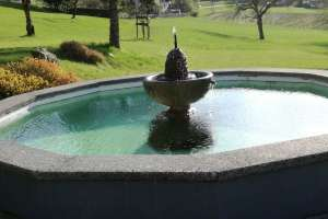 Unser Badebrunnen mit hauseigenem Wasser steht bereit! Ein wahrer Jungbrunnen! - © www.urlaub-greifenburg.at