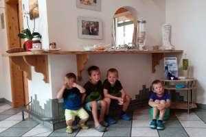 Die 4 Schlingel auf einen Fleck! - © www.urlaub-greifenburg.at