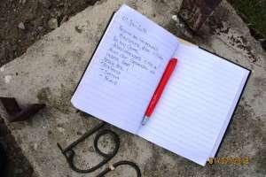 Der Eintrag in das Gipfelbuch darf natürlich nicht fehlen! - © www.urlaub-greifenburg.at