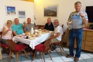 Auch ungarische Herren haben zu mir gefunden.Es gibt schon Schnaps zum Frühstück. - © www.urlaub-greifenburg.at