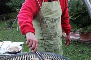 Grillmeister Michael in Action. - © www.urlaub-greifenburg.at