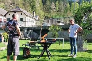 Wie üblich vor dem Grillen - das Duell! - © www.urlaub-greifenburg.at