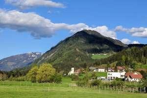 Herrlicher Ausblick auf den Tröbelsberg! - © www.urlaub-greifenburg.at