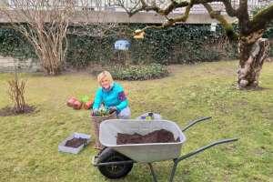 Auch im Garten wartet bereits viel Arbeit! - © www.urlaub-greifenburg.at