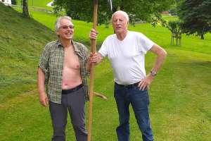 Nach getaner Arbeit gibt es ein großes Lob vom Altbauer! - © www.urlaub-greifenburg.at