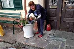 Mithilfe bei den Blumen! - © www.urlaub-greifenburg.at
